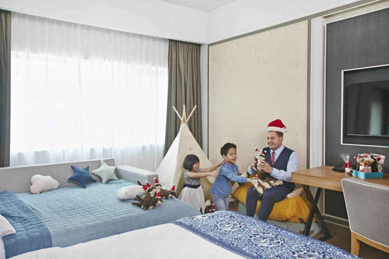 Otterly Fun At The Orchard Hotel Singapore this December!